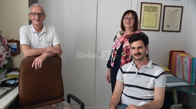 義大利婦人去年收到兒子送摸彩券當耶誕禮物,沒想到成為畢卡索名畫得主。(翻攝自riviera24)