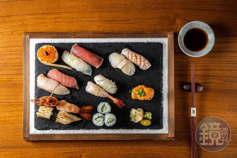 「握壽司」集結宜蘭鮮魚及日本進口食材,一盤足足有13貫壽司,腴美豐盛。(信樂會席菜色)