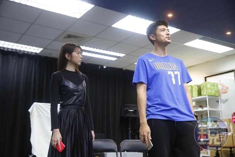 邵雨薇與梁正群主演舞台劇《昨夜星辰》。