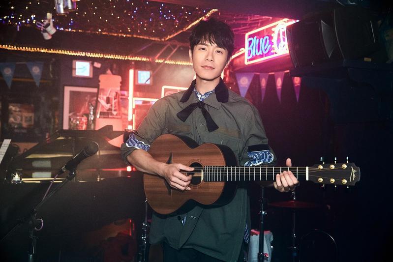 韋禮安這次在自己新歌〈這樣好嗎〉中飾演當紅歌手,讓他開心終於不再飾演跑龍套的角色。(The Orchard提供)