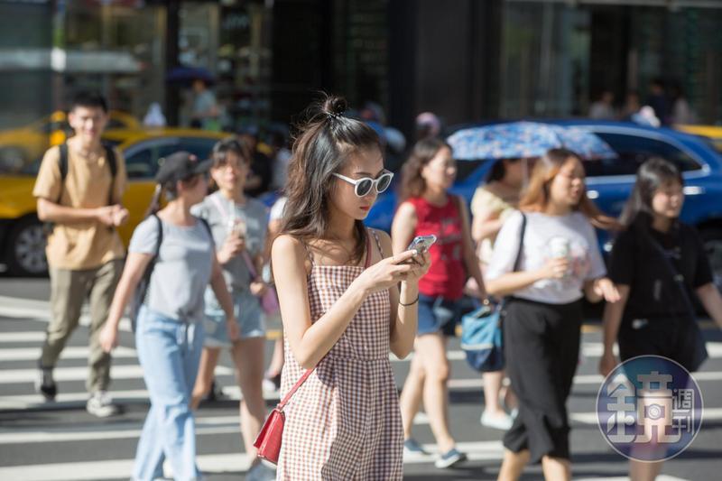 預估西半部今日陽光有機會露臉,白天氣溫也將回升,不過預估明晚滯留鋒又將緩慢北移回台灣。(本刊資料照)