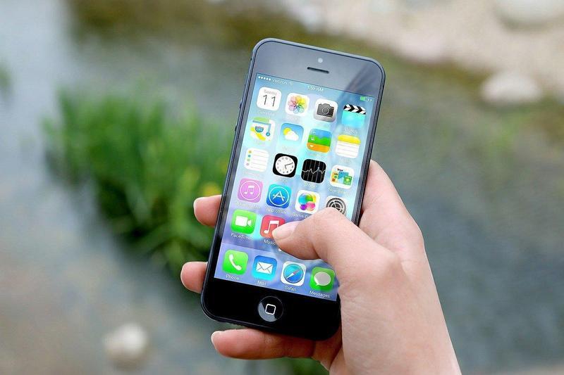 美國有高中生因為AP考試不支援iPhone照片「HEIC格式」,因此成績掛蛋。(示意圖,Image by Jan Vašek from Pixabay)