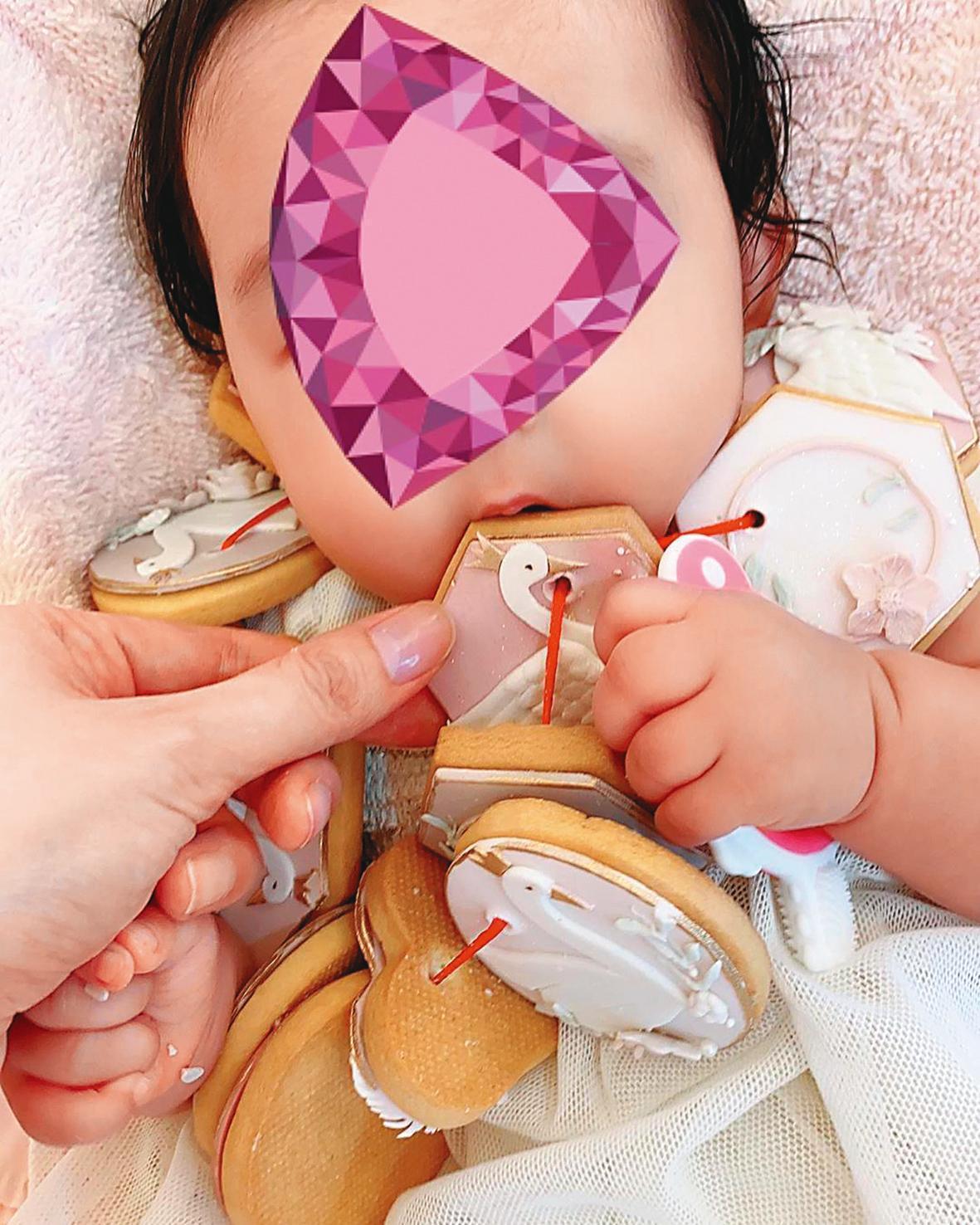 因小女兒Hailey出生滿4個月,吳佩慈在家幫她舉辦收涎儀式。(翻攝自吳佩慈IG)