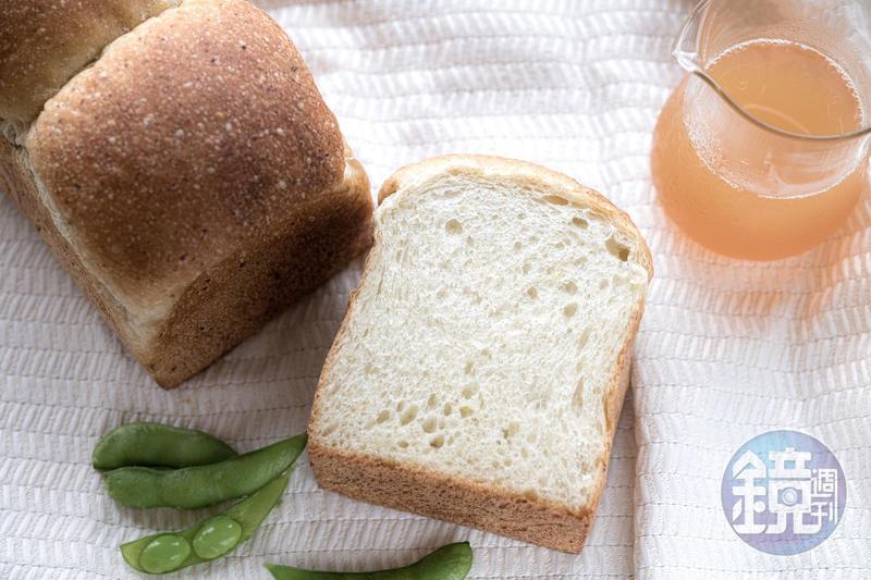 宜蘭新開麵包店「莢麵包」,店內主打商品是以毛豆做成的「莢吐司」。