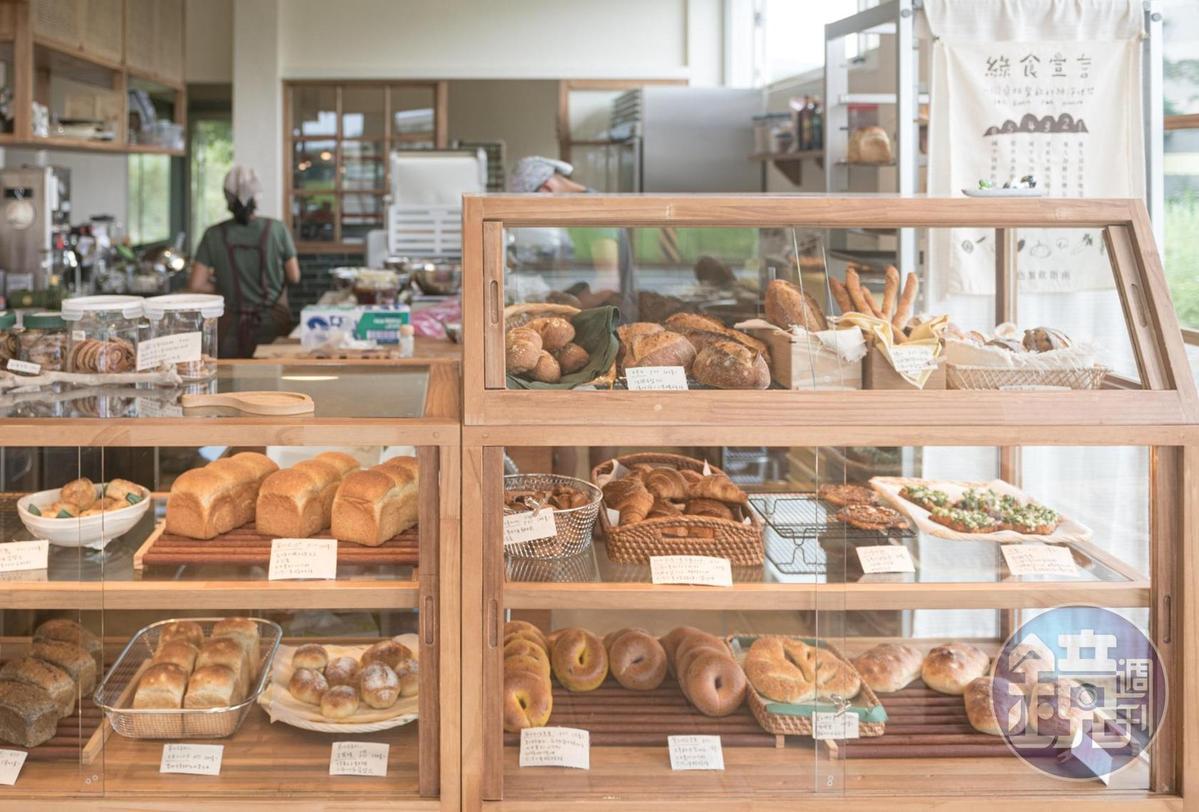 雖然是小店,女主人小寶依舊希望麵包櫃提供客人多種麵包選擇。