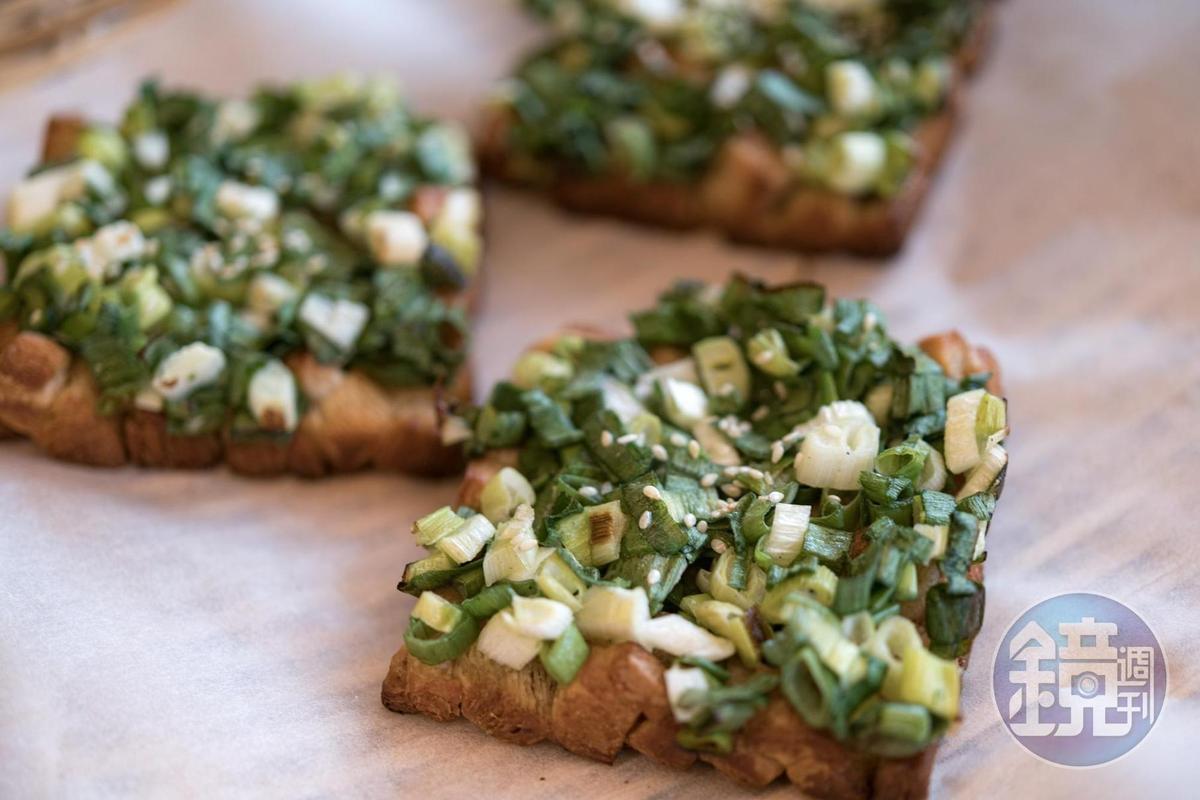 滿滿新鮮青蔥滋味的「可蔥」麵包。(55元/個)