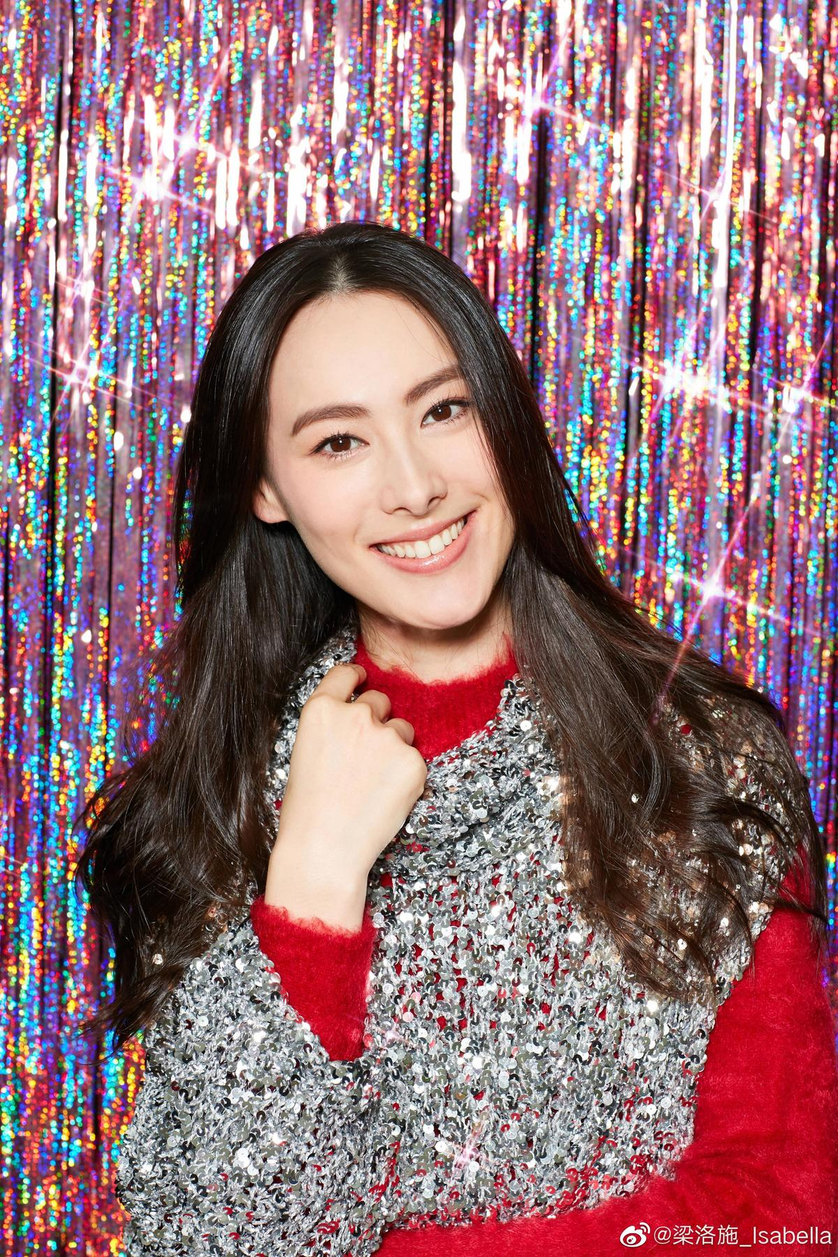 女星梁洛施可以說是娛樂圈未婚生子的典型代表,雖與香港首富兒子李澤楷生下三子卻沒嫁入豪門。(翻攝梁洛施微博)