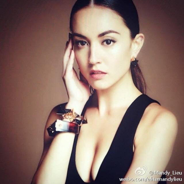 被稱宇宙最強小三的Mandy Lieu,跟已婚的周焯華生下三子女,長居國外,去年收天價分手費。(翻攝Mandy Lieu微博)