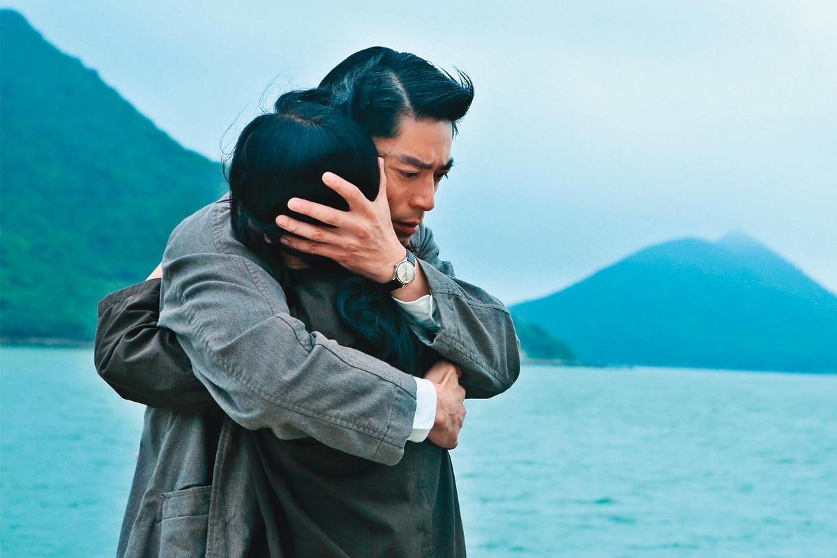 霍建華(左)和周迅(右)除了合作《如懿傳》之外,也合拍《明月幾時有》,兩人因而有了好交情。(双喜電影提供)
