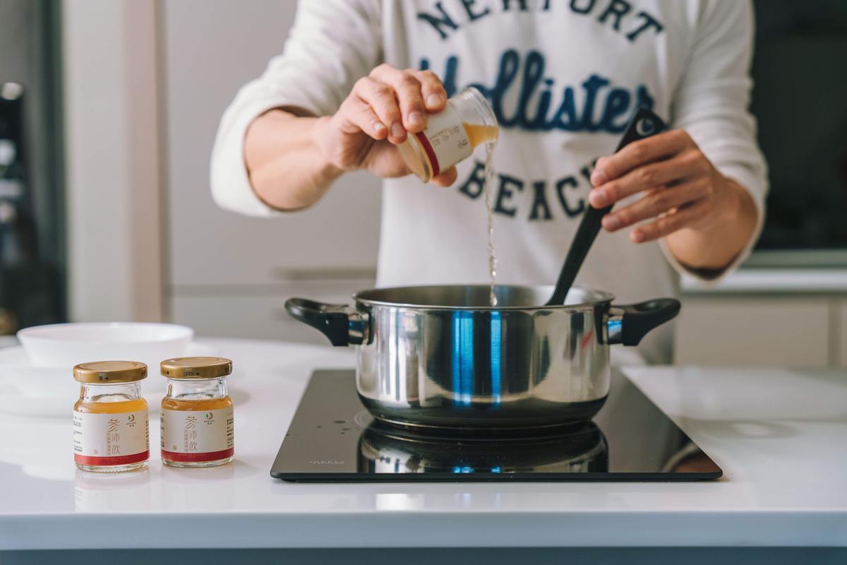 鴻參將花旗參透過鴻海的健康科技,製成多元天然的花旗參產品可即食也可入菜十分受主婦歡迎。(鴻參提供)