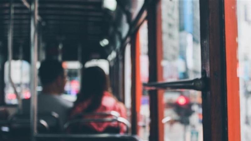 一對醉情侶從台中搭客運到台北熟睡,女子慘被鄰座乘客吃豆腐。(翻攝自Pixabay)