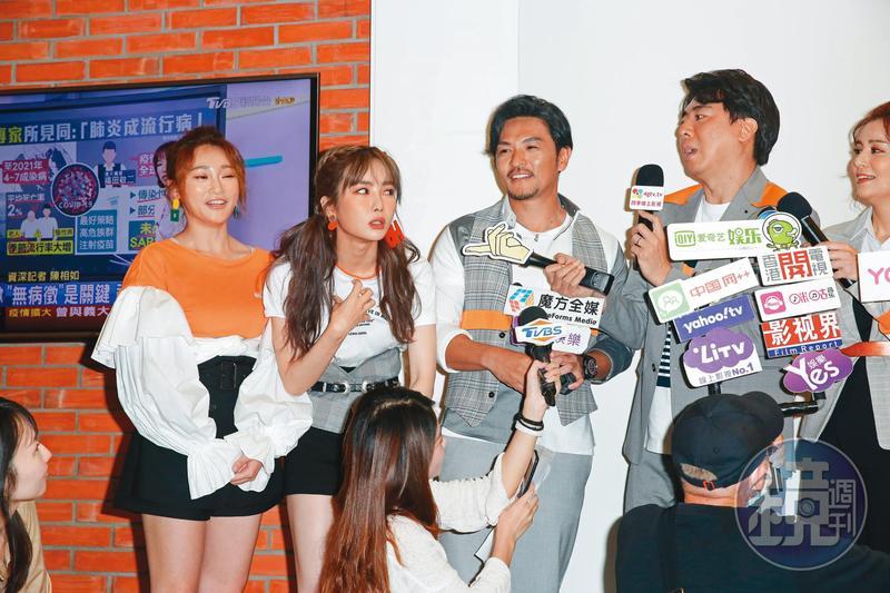 舒子晨(左二)綜藝通告接不停,目前更是《食尚玩家》主持之一。右一為梁赫群、右二為夢多、左一為張文綺。