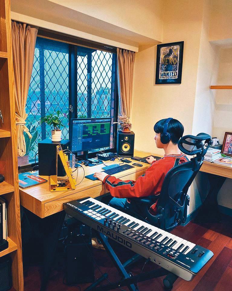 除了學業,貝克宇還學習音樂等多種才藝,未來也想報考美國的音樂學院,往出道之路邁進。(翻攝自貝克宇臉書)
