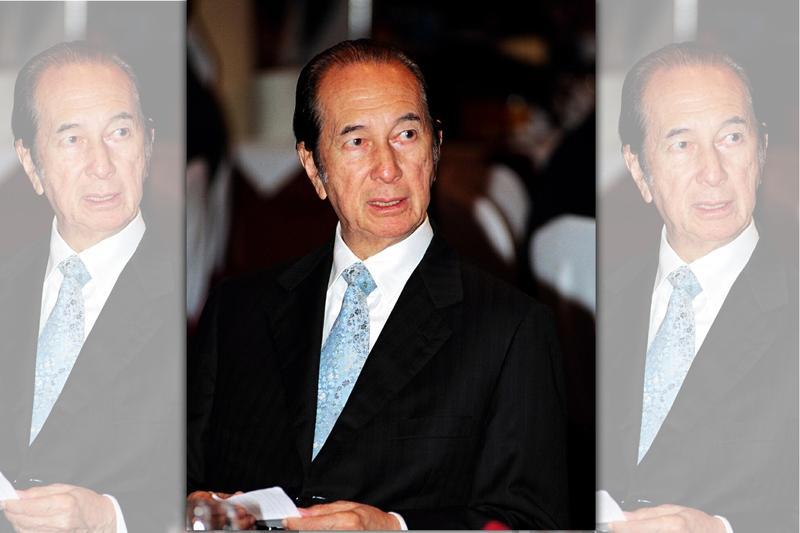 何鴻燊出身富豪家庭,卻因父親破產家道中落,他憑在澳門打工撈進第一桶金,之後靠著獨佔澳門博弈權利被稱為「澳門賭王」。(東方IC)