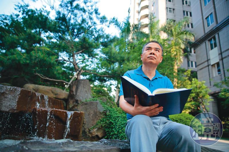 「期貨天王」張松允不操作期貨了,如今他轉做長線投資,放慢腳步接觸自然、閱讀經書。