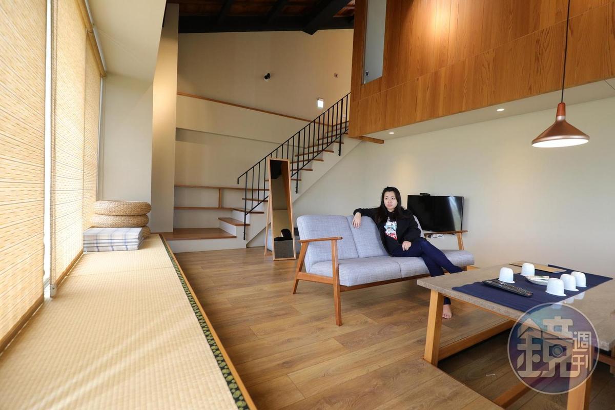 挑高的4人房「滝」,一樓有寬敞的客廳和小廚房。