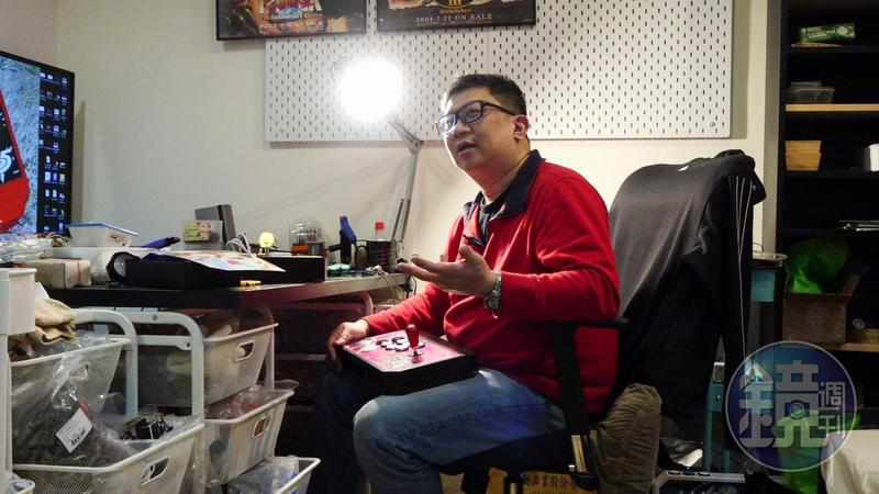 「公館快打」黃仲農是台灣手工製作電玩搖桿的達人,10年來已做了上千支搖桿。