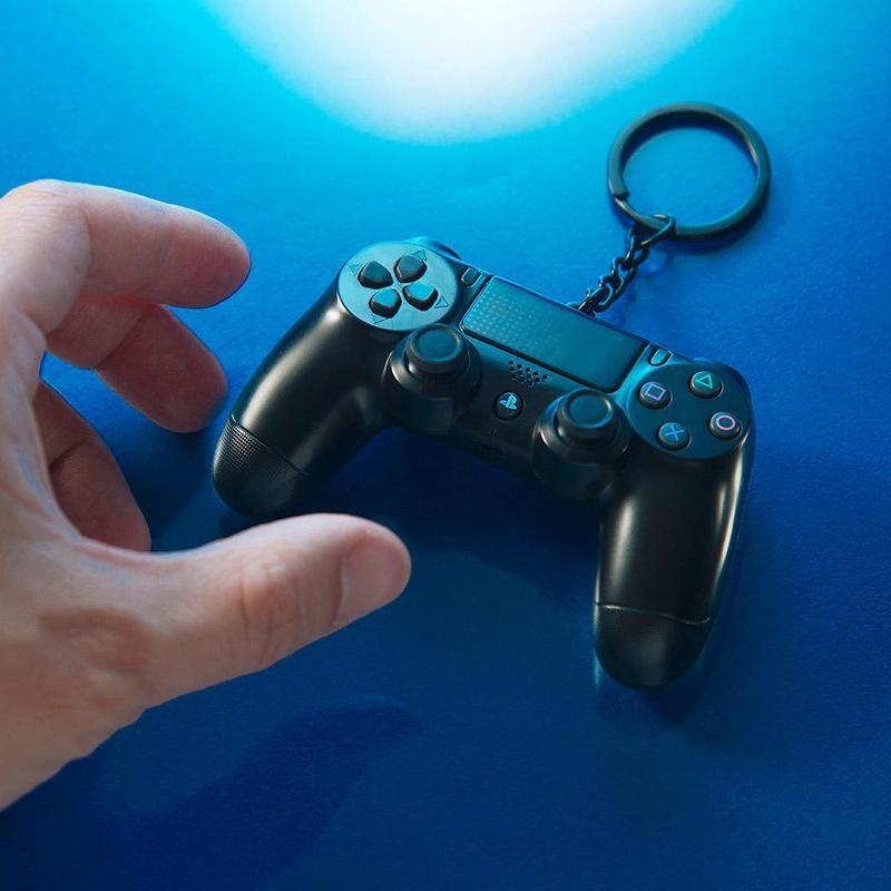 悠遊卡公司取得台灣索尼互動娛樂公司獨家授權,將推出PS4手把造型的悠遊卡。(悠遊卡公司提供)