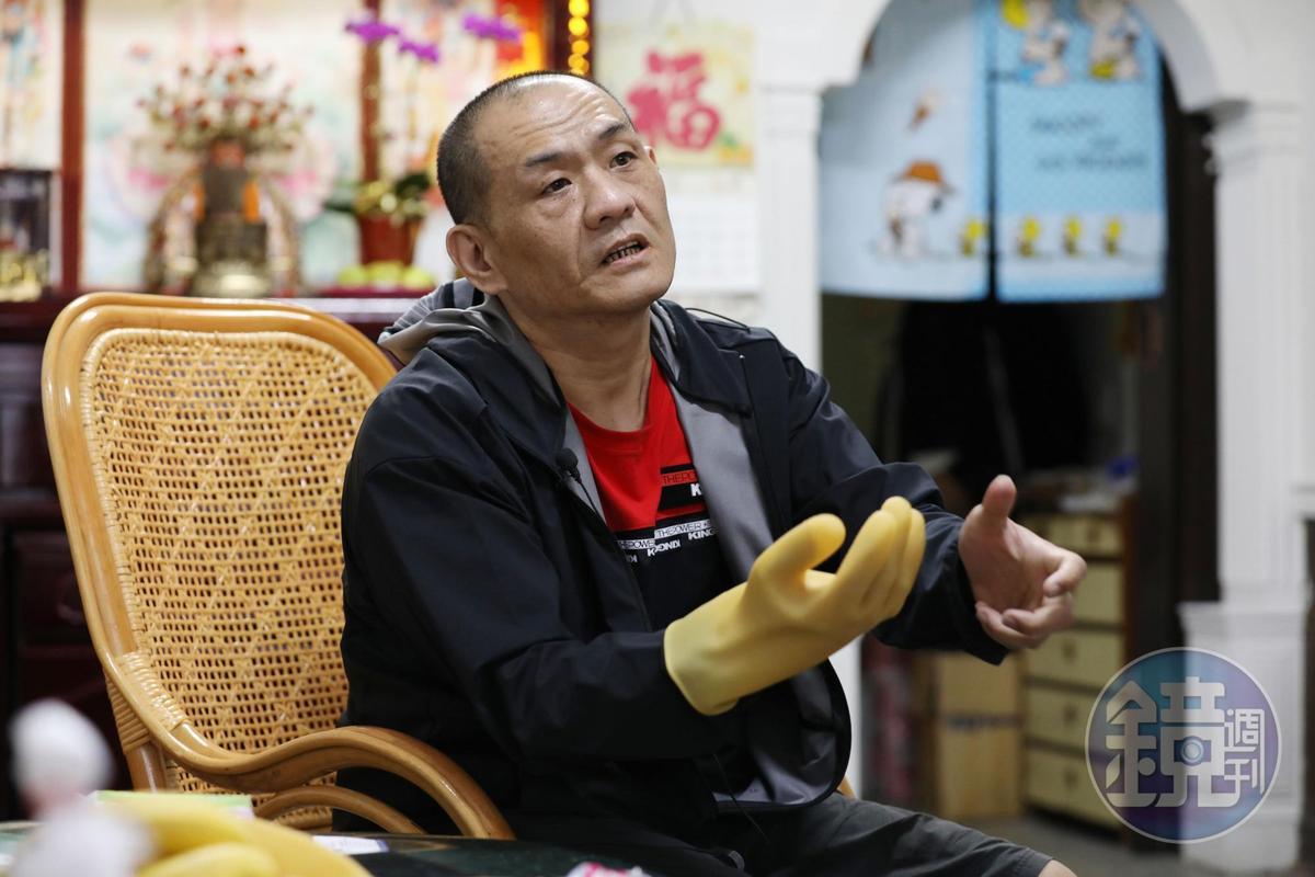 每位清潔隊員幾乎都有被尖銳物品刺傷的經驗,因為過去皆只配備橡膠手套,直到去年才每人分配1雙防穿刺手套。