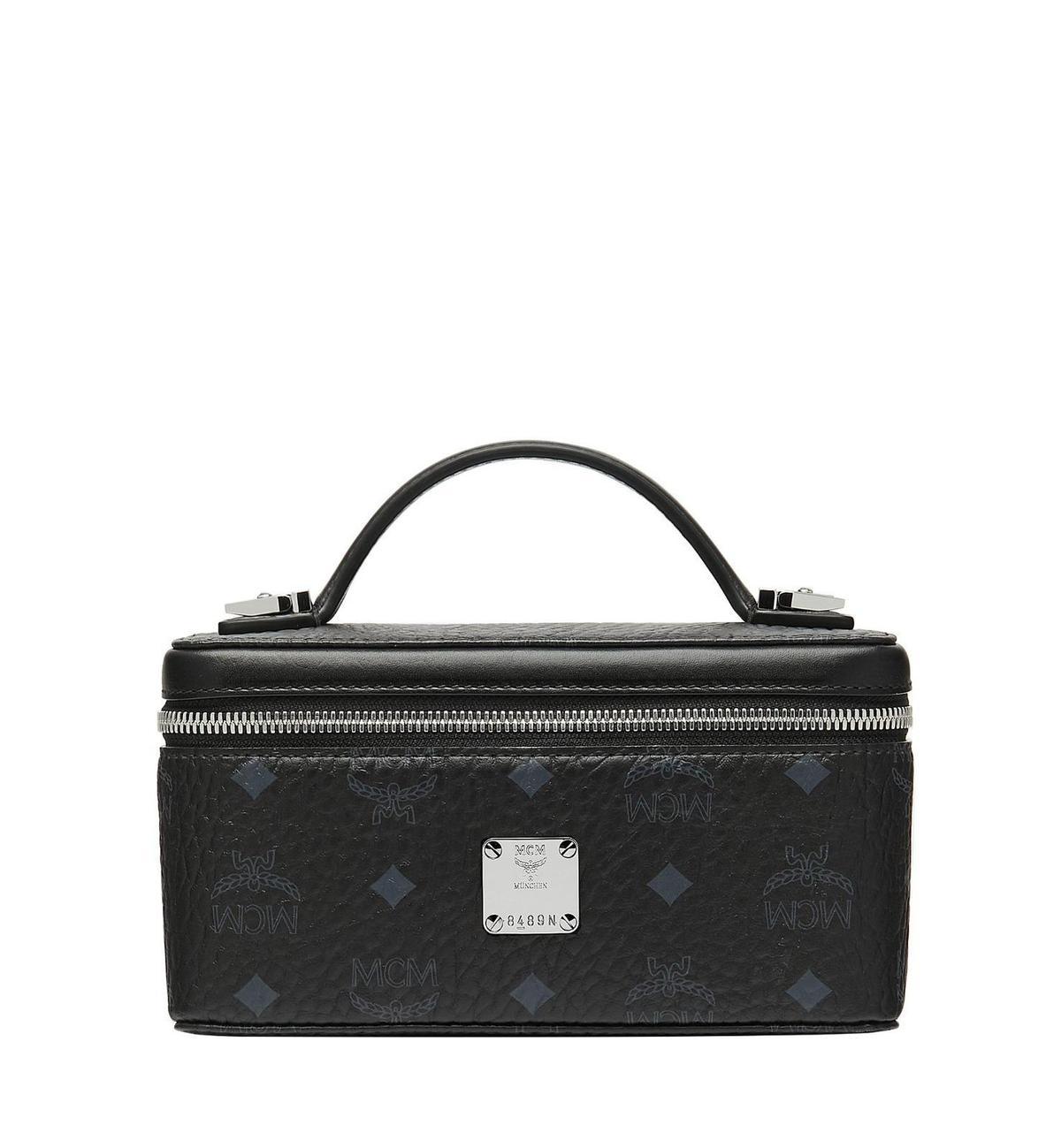 MCM Rockstar Visetos黑色箱型化妝包。NT$18,000(MCM提供)