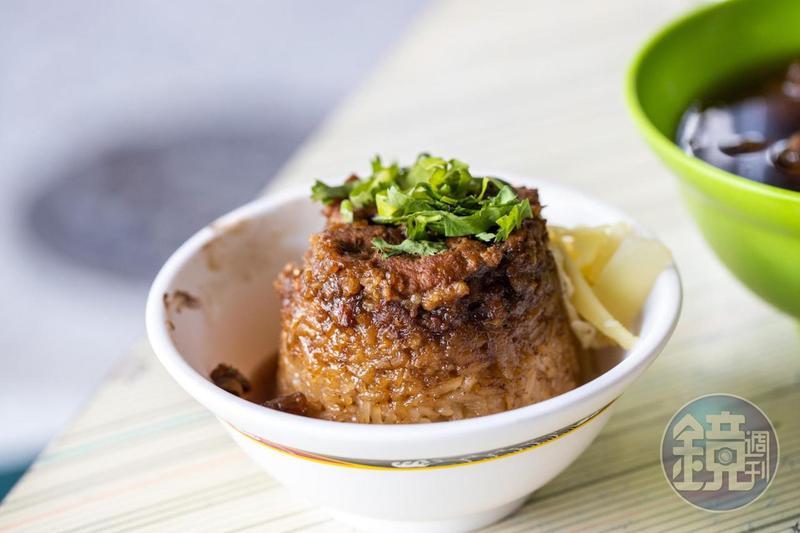 北港蔡三代筒仔米糕的調味飽滿,鹹香味十足。
