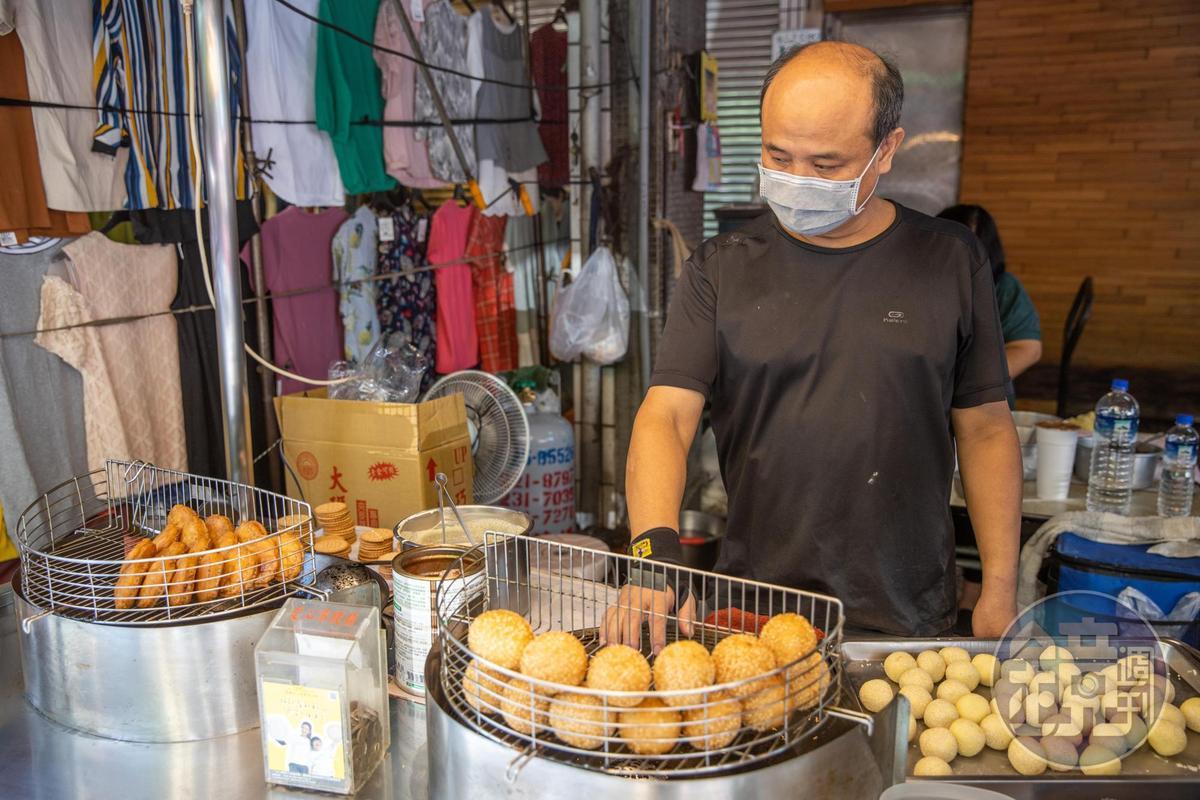 老闆陳朝男從媽媽手中接下老攤。
