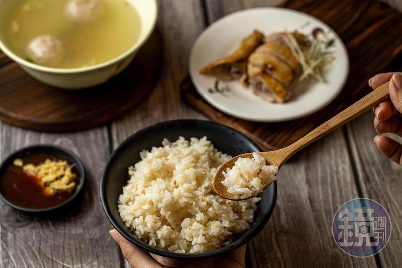 粒粒分明的「招牌飯」吸浸蒜香,香氣迷人。(20元/大)