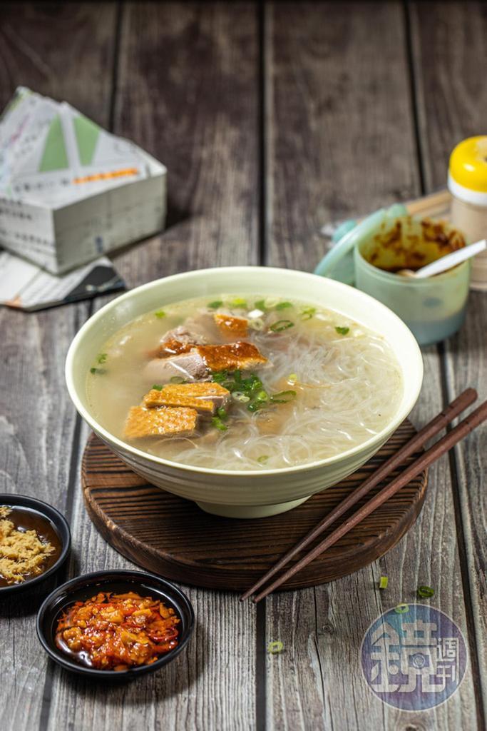 湯頭清爽微薑味的「冬粉鴨肉湯」。(55元/份)