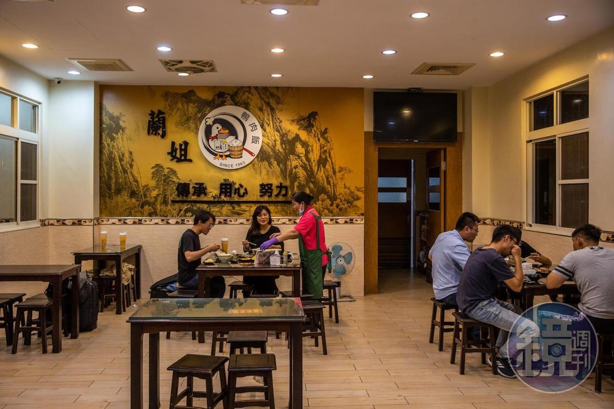 鄉間餐廳明亮寬敞,空間舒適。