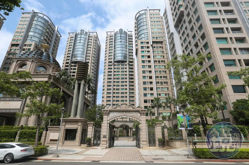當年在祝文宇操刀下,宏盛帝寶被推上台灣豪宅界的高峰,至今仍有不少建案企圖沾光,取名納入「帝寶」兩字。