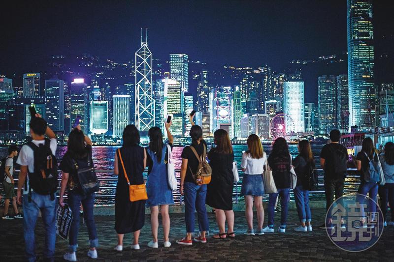 以香港為戰場的「金融脫鉤」已然開打,卻不會是瞬間毀滅性的狂殺。圖為香港維多利亞港夜景。