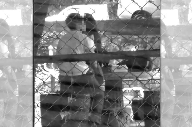 桃園市龜山區一處社區旁的涼亭,驚見一對學生情侶發生性行為。(翻攝自網路)