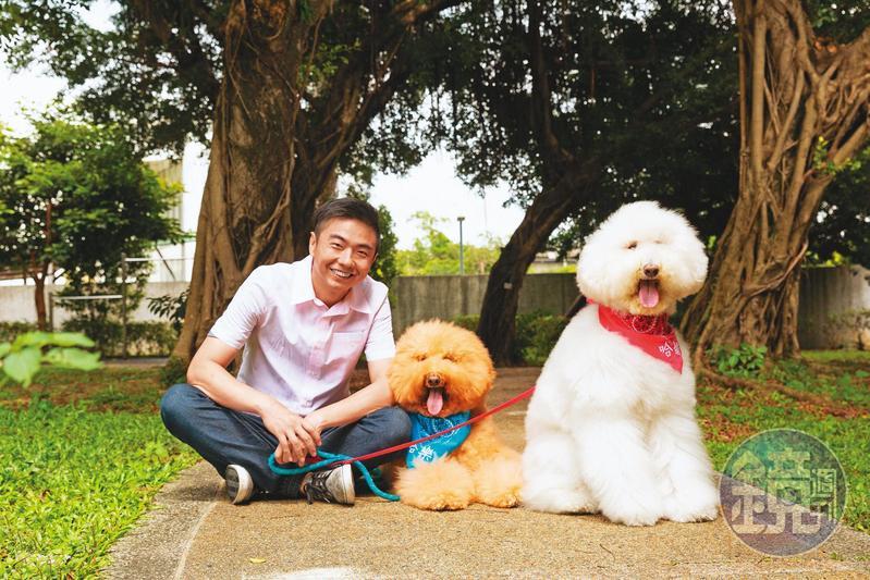 犬類行為專家熊爸擁有超過20年的訓犬經驗,明星犬哈樂(左)跟哈媚(右)也是他的學生。
