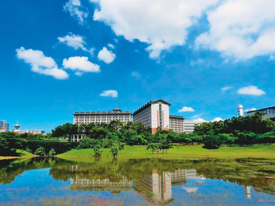 面板大廠友達光電,在台中后里打造全球最先進的綠能廠房,宿舍有如5星級飯店,羨煞不少上班族。(中科提供)