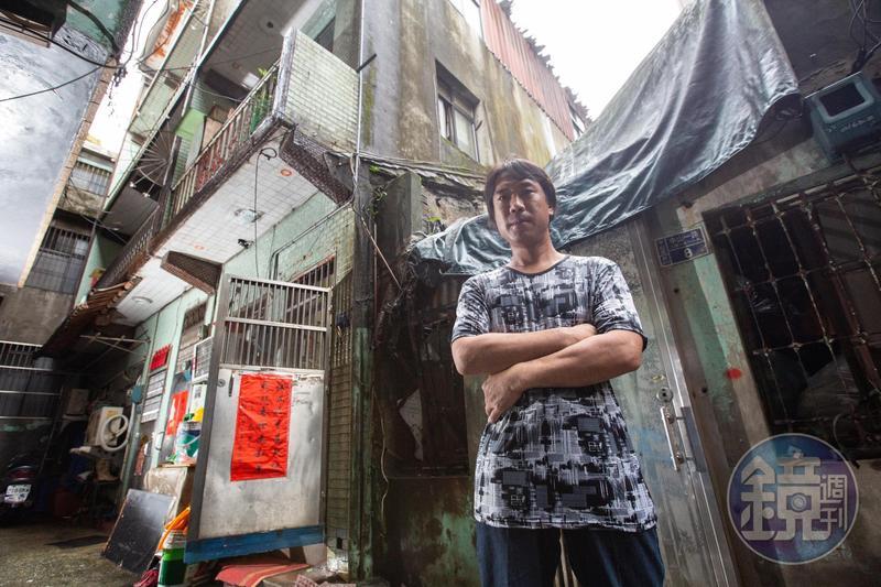 陳青旭因為欠繳1萬8千元的交通罰單,3層樓祖厝今年1月遭到法院拍賣。