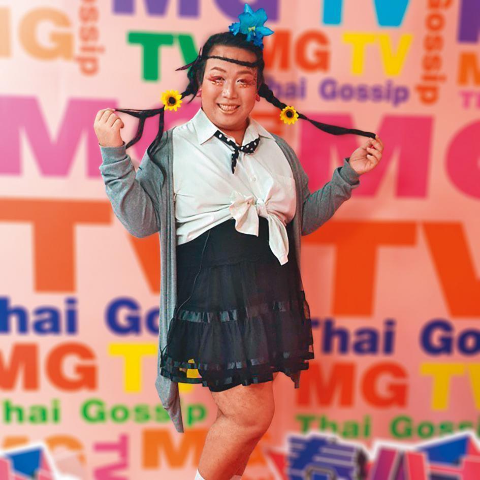 娘娘過去在泰國主持娛樂節目《泰八卦》,以華語介紹泰國娛樂。(翻攝自娘娘IG)