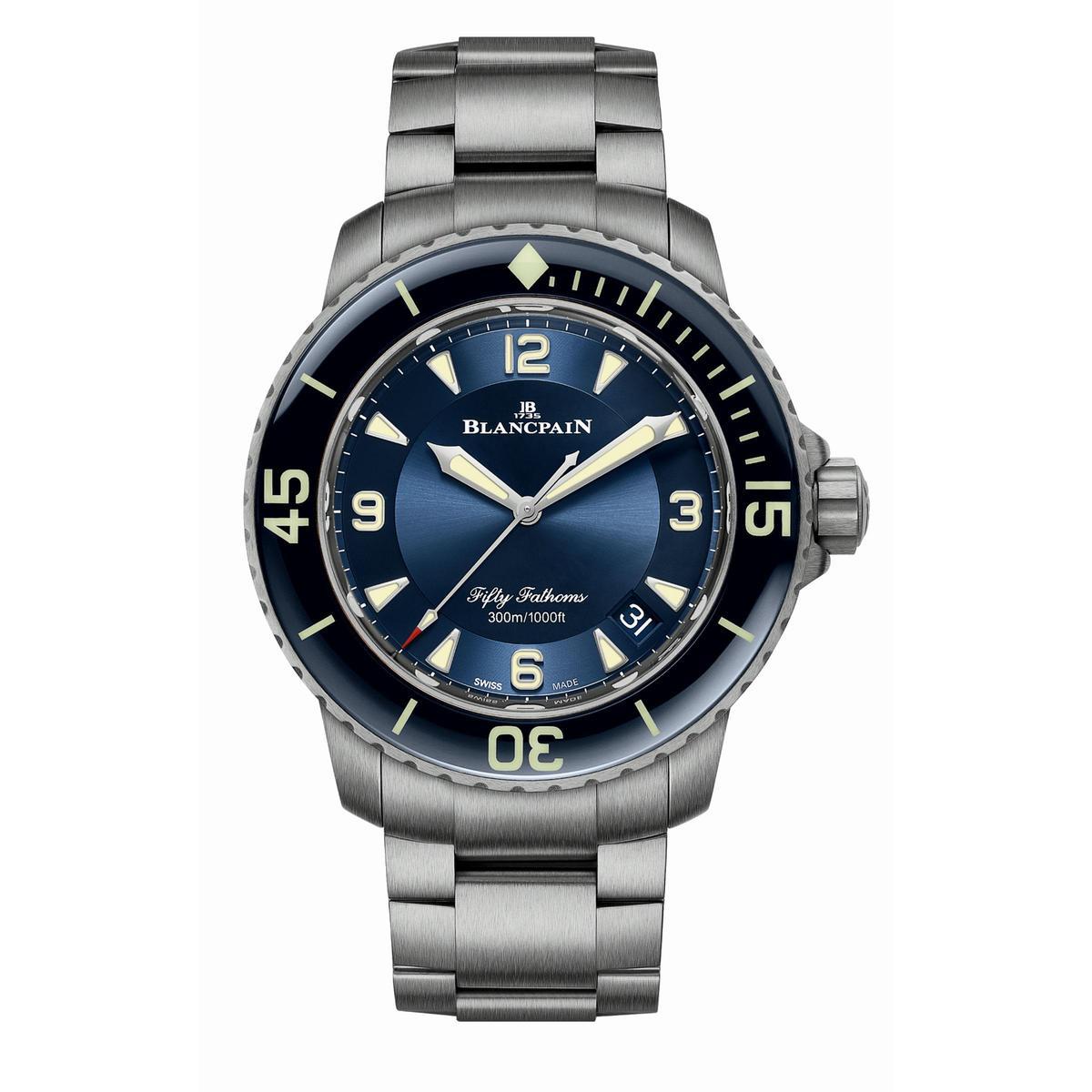 5015大三針日期腕錶新款,45mm鈦金屬錶殼配上鈦金屬鏈帶,定價NT$582,000。