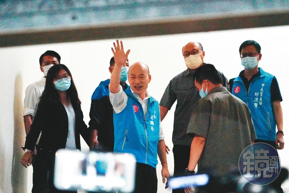 韓國瑜罷免案獲得近94萬同意票,比韓2018年當選市長的89萬餘票還高,韓將於12日遭解職。