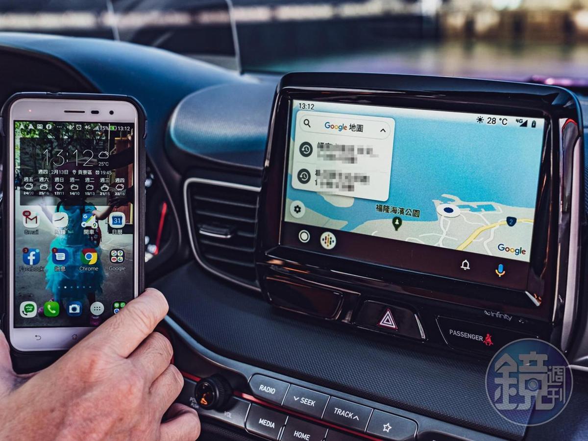 車機內建Apple CarPlay / Android Auto的好處就是可以與手機即時連線,讓車機也可以播放手機內的音樂與顯示導航資訊。