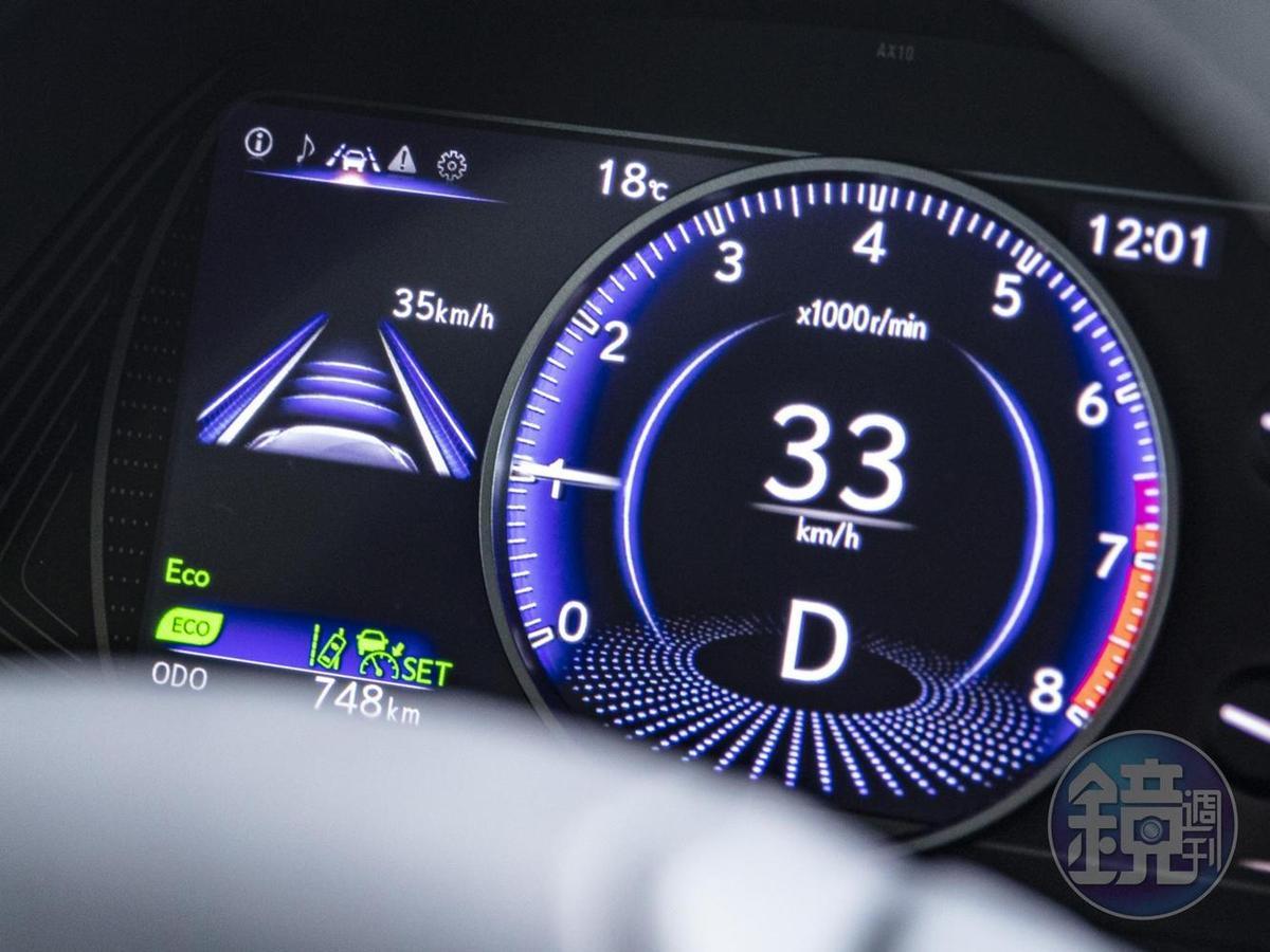 ACC全名為 Adaptive Cruise Control,其實就是在原本定速巡航裝置的基礎上,加上了車距與車速自動調整功能。