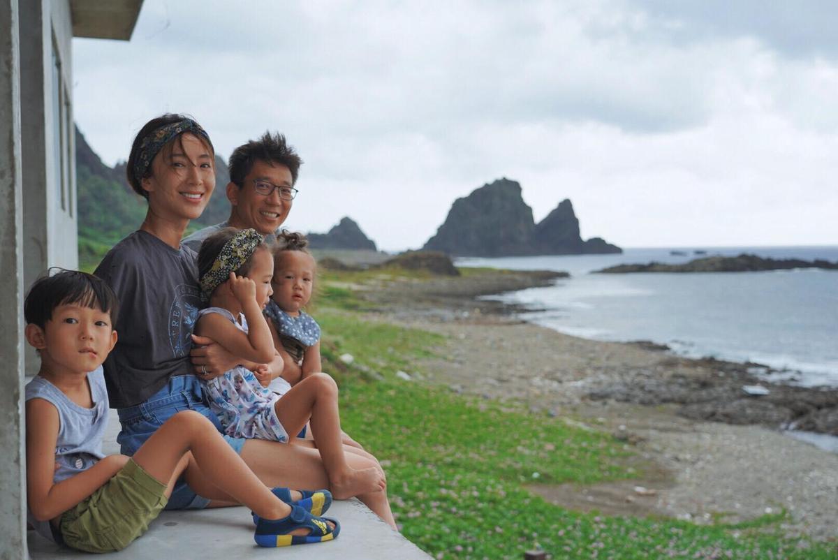 隋棠一家5口坐船到蘭嶼遊玩,度過慢活的親子時光。(翻攝自隋棠 Sonia Sui臉書)