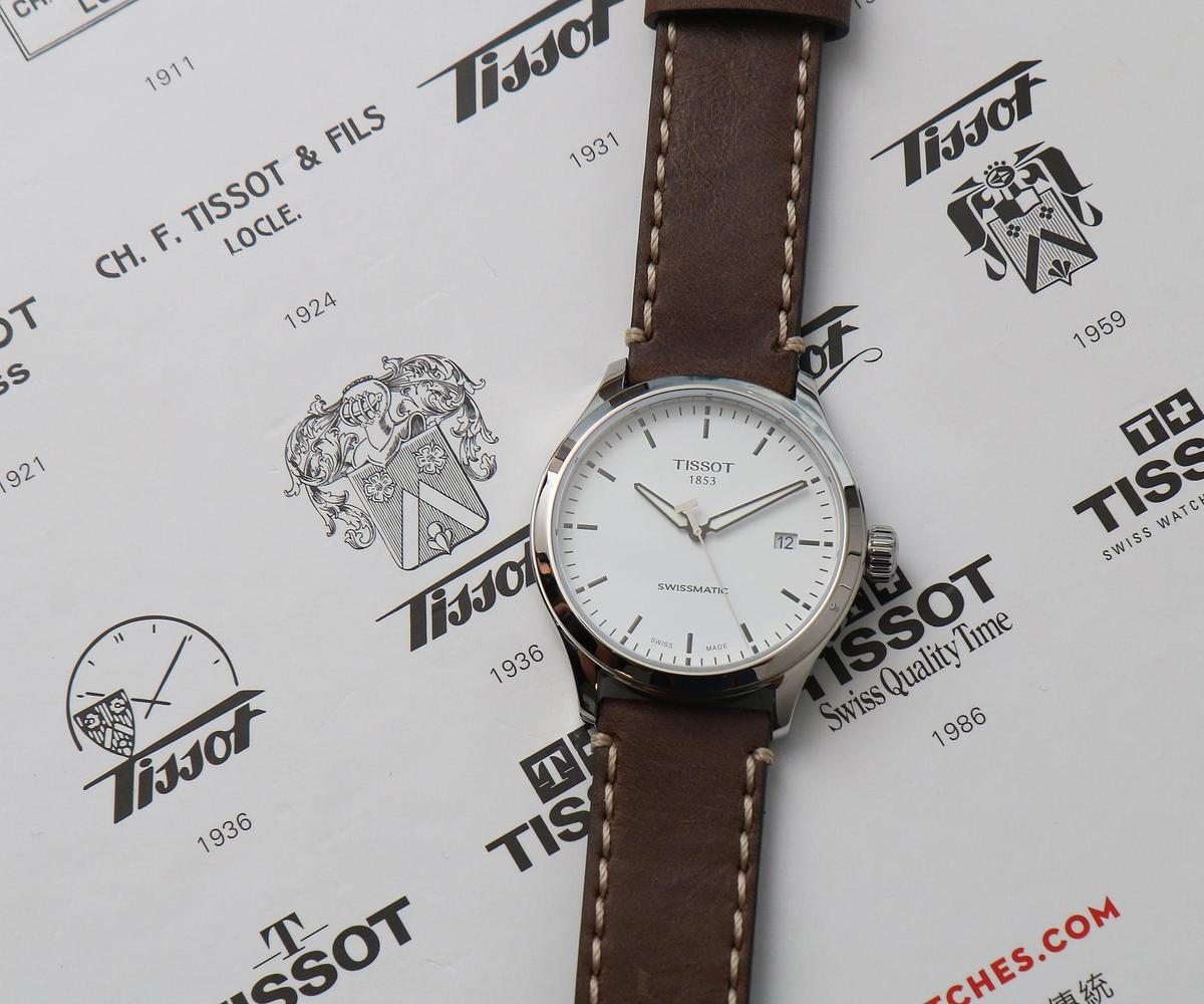 天梭將Swissmatic機芯導入,運用在Gent XL系列上,43mm不鏽鋼錶殼,定價NT$13,600。