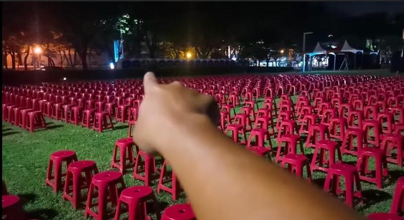 韓粉直播主曝光韓國瑜鳳山行政中心草地歡送會場地。(翻攝自YouTube 頻道 PC)