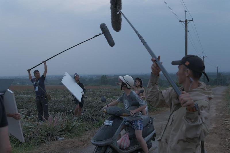 全劇三分之二在台灣拍攝,本地工作人員與日方劇組在燈光、成音到美術等方面都合作密切。(公視提供)