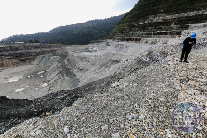 記錄片導演齊柏林,死前看到亞泥礦場挖得更深、卻無力阻止,引發礦業改革訴求,無奈三年來改革始終牛步。(本刊資料照)