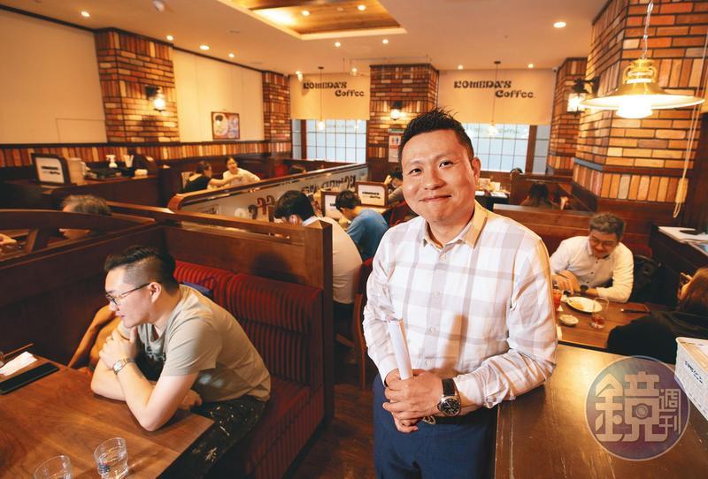 陳弘洲(前)花了2年多時間,才讓日本客美多點頭答應合作展店,目前台灣已有7家店。