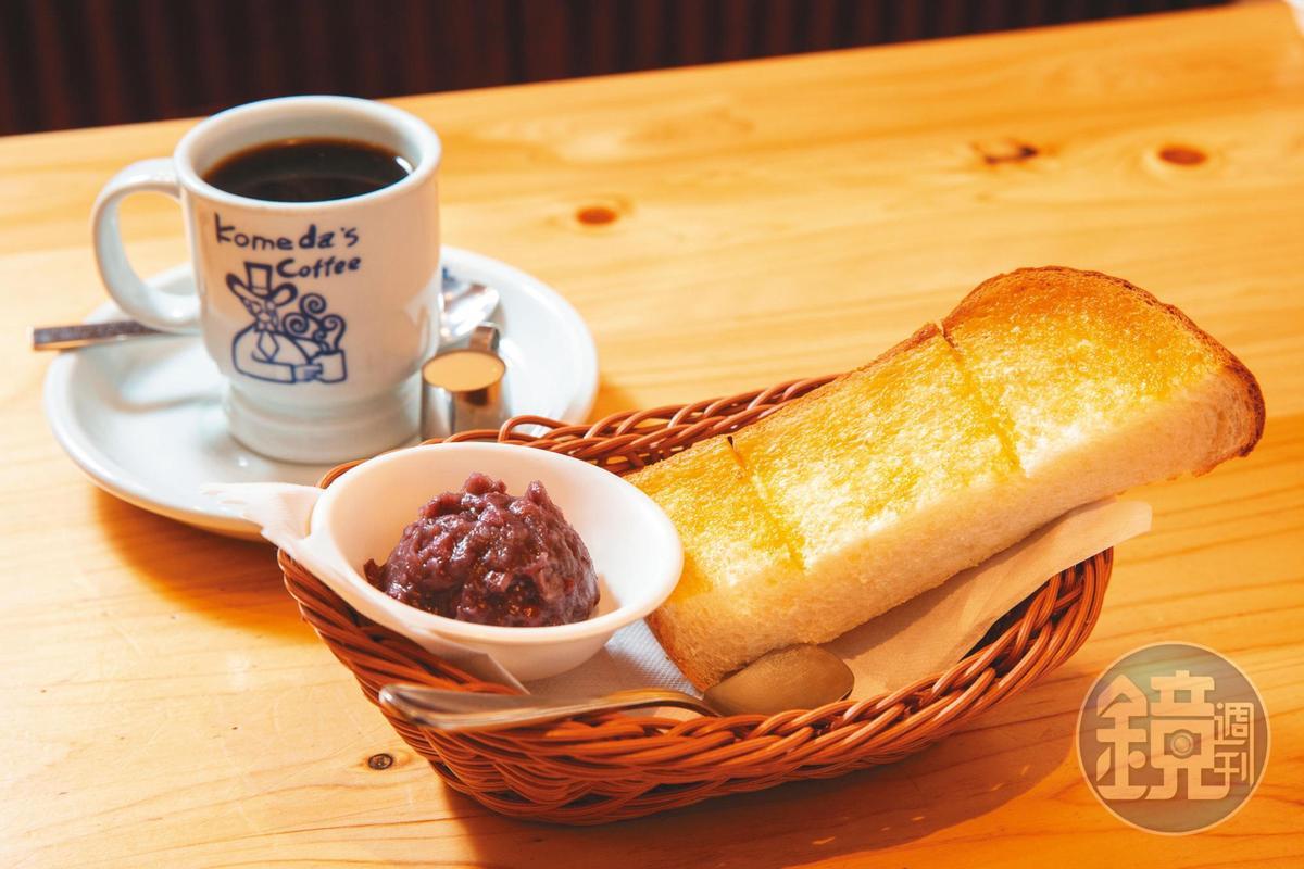 每天上午11點前,在客美多點咖啡都會送吐司,是名古屋特有的朝食文化。(活力朝食,100元起)