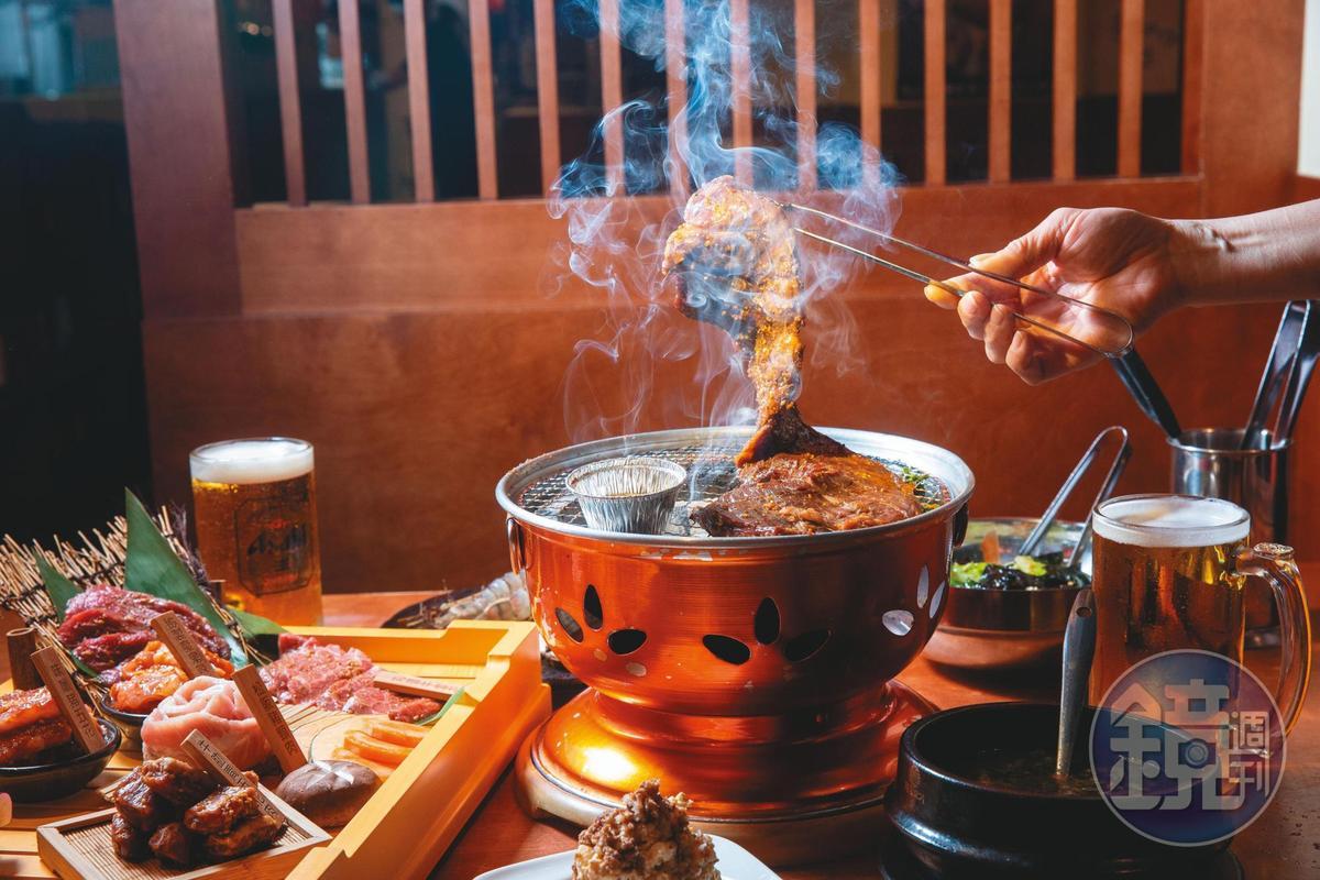 丸道燒肉主打牛內臟料理,招牌橫隔膜醃漬得鹹香夠味。(次世代橫隔膜,880元/份)