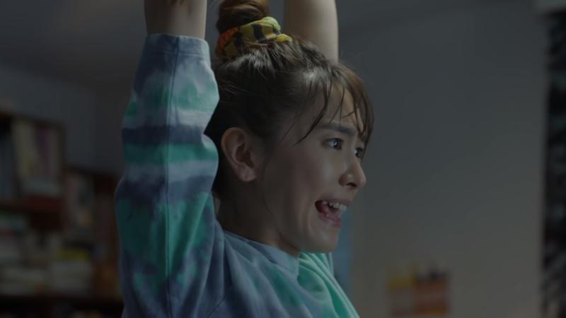 新垣結衣在《健身環大冒險》新廣告中努力運動,玩到滿身大汗(翻攝自Nintendo 公式チャンネル)