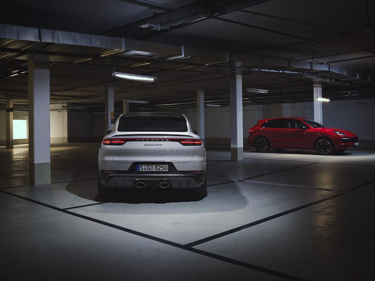 結合運動化設定與個人化風格,全新 Cayenne GTS 與 Cayenne GTS Coupé 兩款全新SUV 正式入列,更突顯無與倫比的駕馭性能。